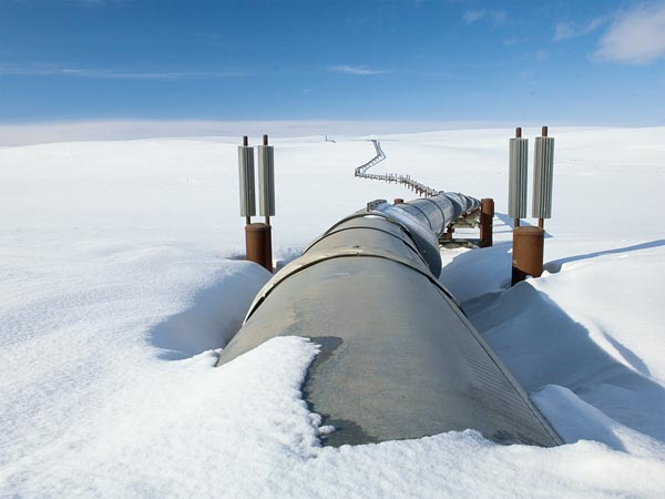 energy-the-battle-to-keep-alaska-pipelines-flowing_66062_600x450